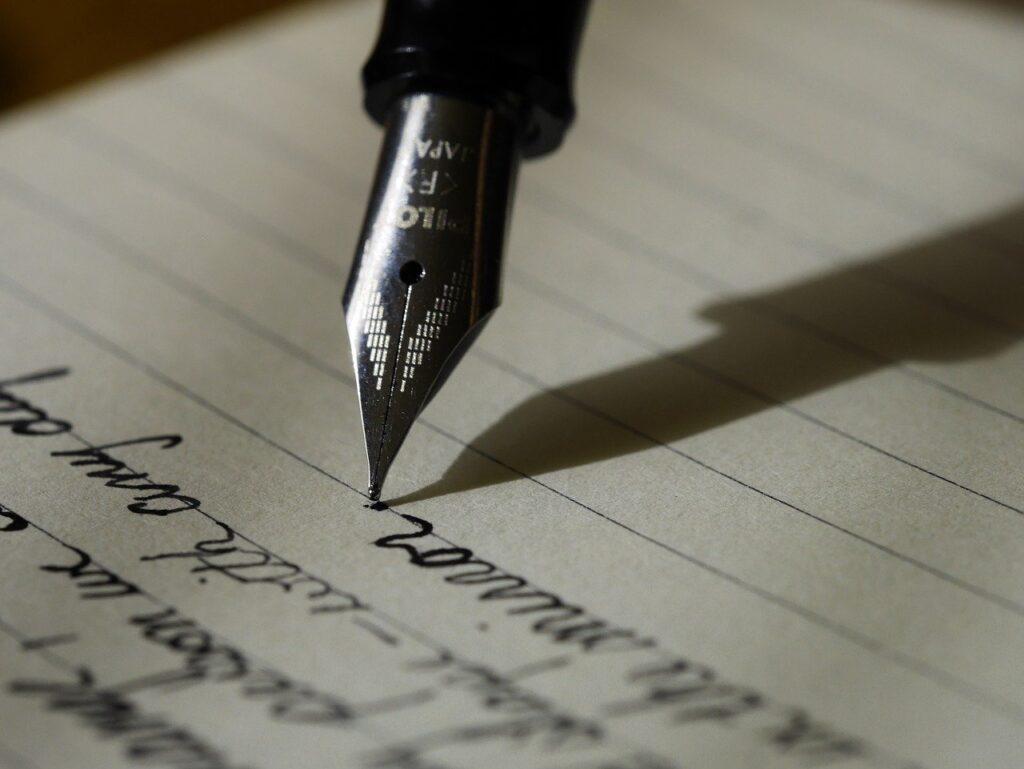 【夢占い】夢の中に手紙が出てきたときの暗示・意味とは?