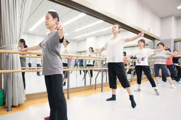 アラフォーでも遅くない!大人になって始める、初心者向けのダンス上達方法は?