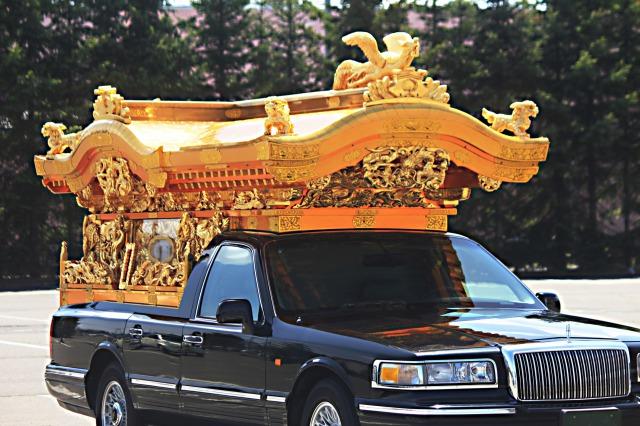 【夢占い】夢の中に霊柩車が出てきたときの暗示・意味とは?