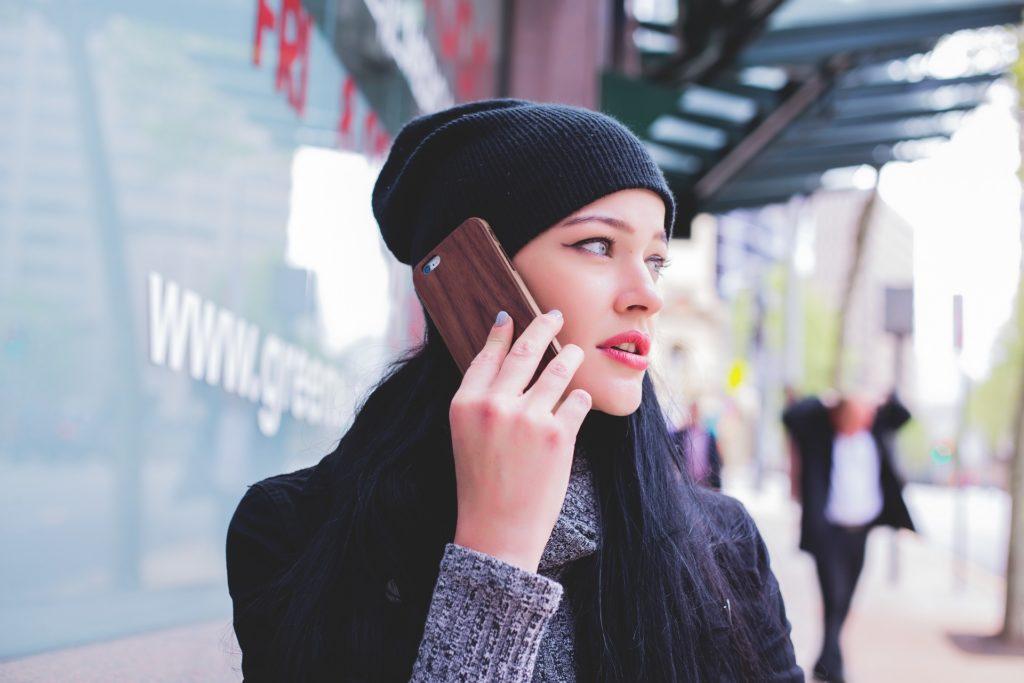 【夢占い】電話の夢を見たときの暗示・意味とは?