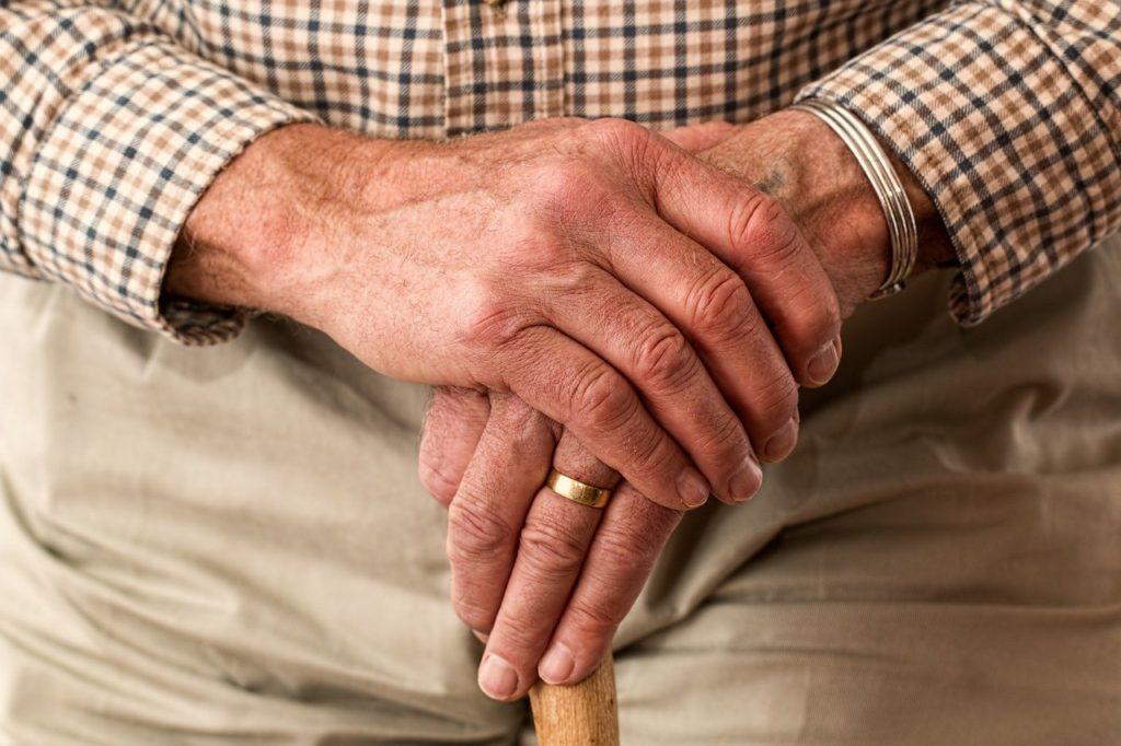 【貧困高齢者にならないために】今すぐにでも始めたい、老後のためにできる対策6選