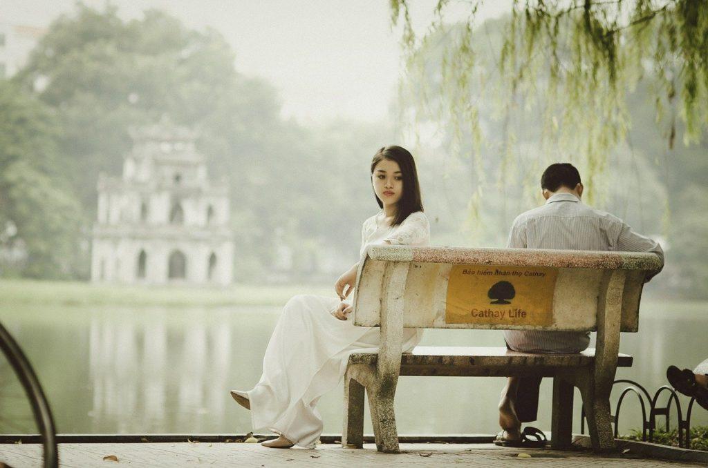 諦めたほうがいい?男性が恋愛対象外の女性に見せる脈なしサインとは