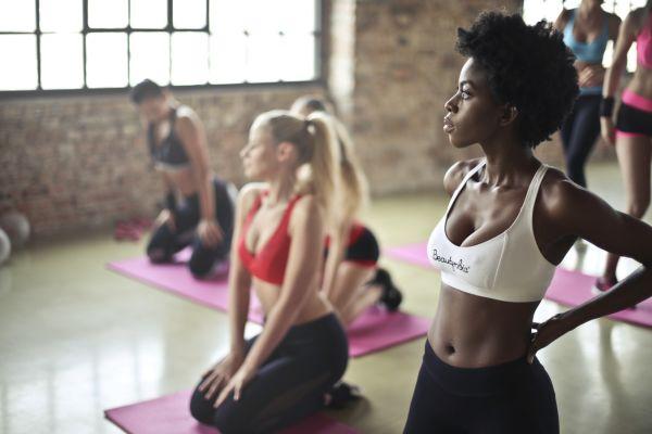 腰の痛みをヨガで緩和!腰痛に効果的なポーズと注意点とは