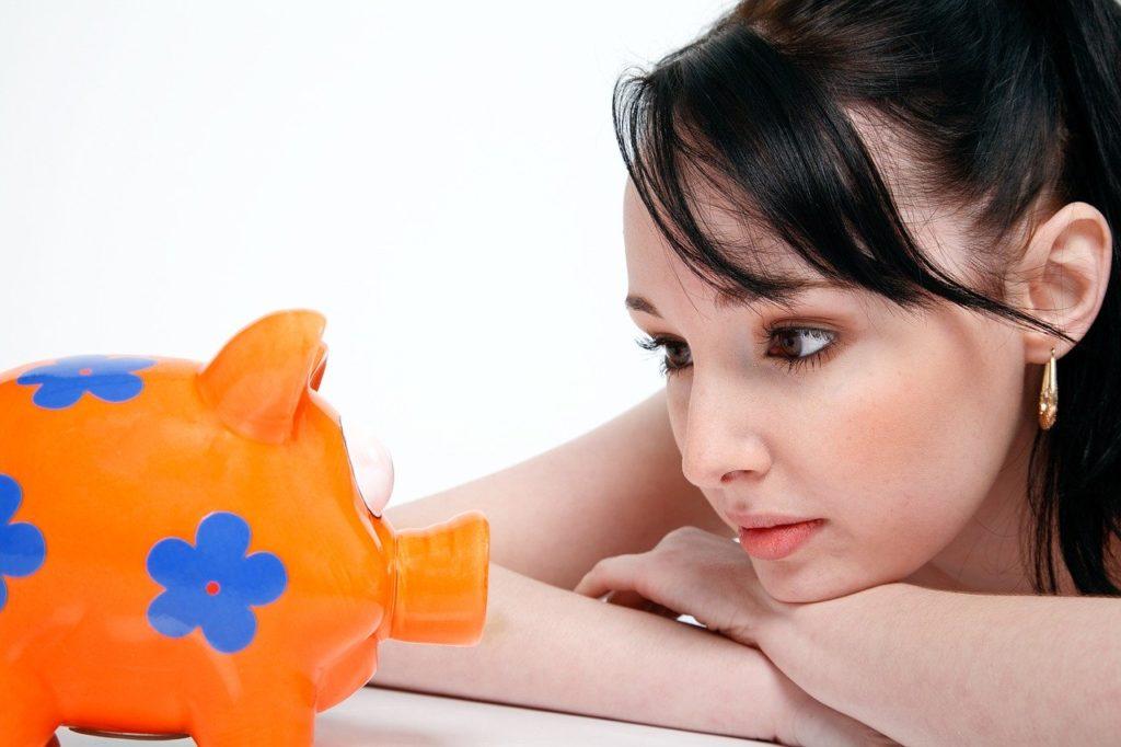貯金総額は?毎月の貯金額は?50代独身女性の貯金事情