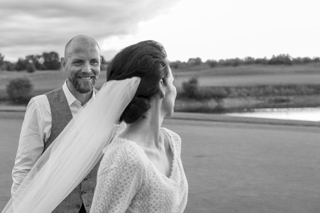 【夢占い】結婚する夢を見たときの暗示・意味とは?