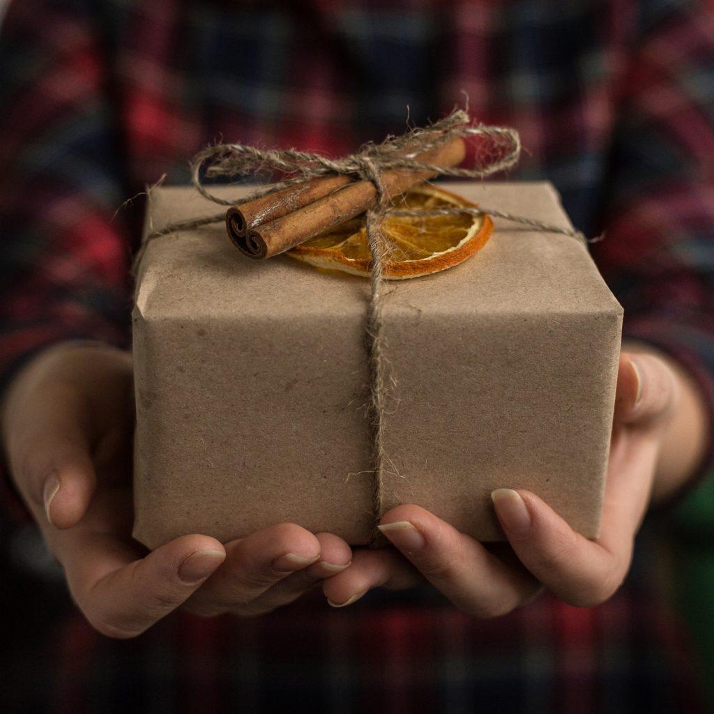 男性から見た!アラフォー男性が絶対に喜ぶ♪おすすめのプレゼント特集
