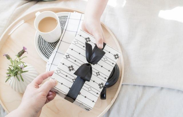 【職場へのホワイトデーに♪】バレンタインのお返しにおすすめの贈り物8選