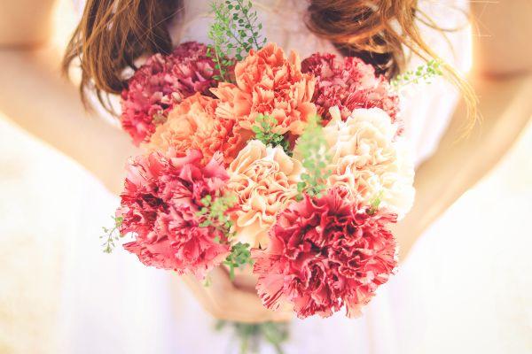 女性らしい柔らかな印象に♪「花」を取り入れたおすすめネイル特集
