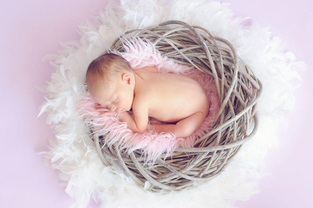 【夢占い】赤ちゃんの夢を見たときの暗示・意味とは?