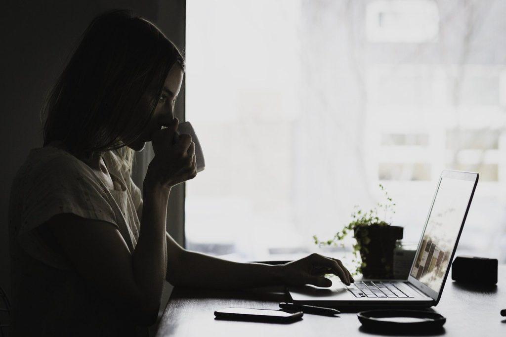 仕事に支障が出ることも!職場で嫉妬されやすい人の特徴&嫉妬された時の対処方法