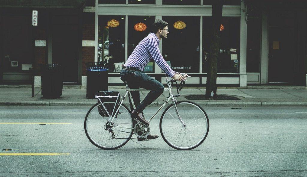 通勤途中で一目惚れした彼…恋人同士になるためのアプローチ方法とは