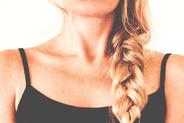 年齢が出やすい首とデコルテ…スペシャルケアでシワを改善!おすすめアイテムもご紹介♪