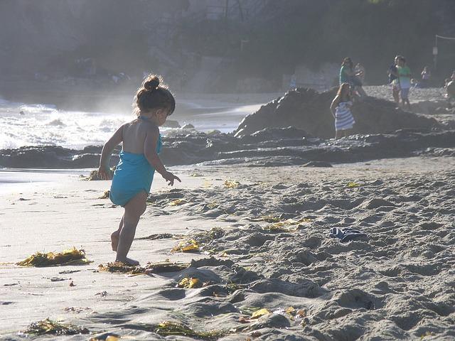 赤ちゃんと海で遊びたい!いつから行ける?気をつけることは?