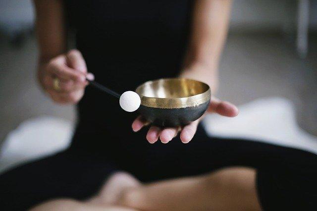初心者がトライしやすい瞑想の種類と、心を保つ効果のあるやり方とは