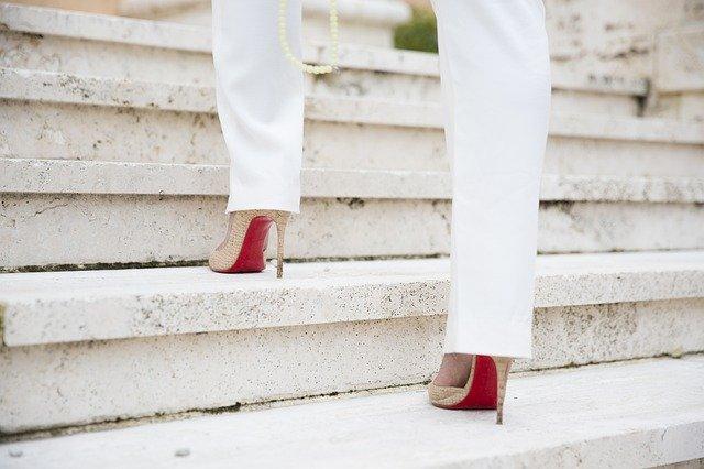 足がむくみやすい人必見!むくみの原因とおすすめの解消方法