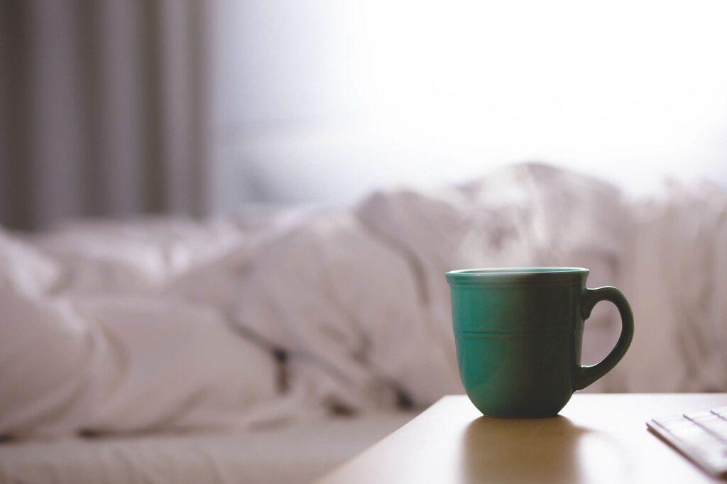 起きるのが辛い…朝の憂鬱を上手にスルーする7つの方法