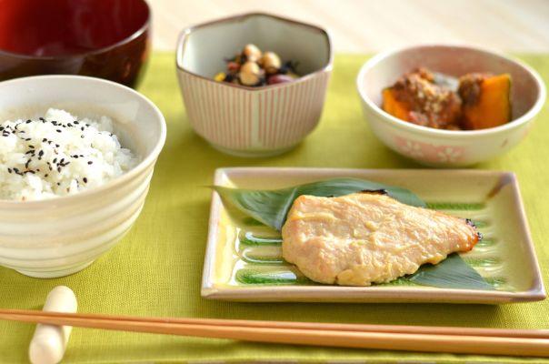 「白ご飯=太る」は嘘だった?白ご飯が美容に効果的な理由とおすすめの食べ方